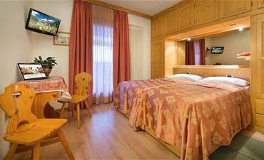Hotel VALTELLINA_dvoulůžkový pokoj s 1 přistýlkou COMFORT