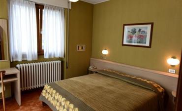 Hotel GINEPRO_dvoulůžkový pokoj s 1 přistýlkou