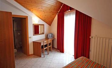 Hotel ITALIA_dvoulůžkový pokoj s 3 přistýlkami