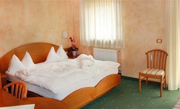 Hotel STELLA MONTIS_dvoulůžkový pokoj s 2 přistýlkami