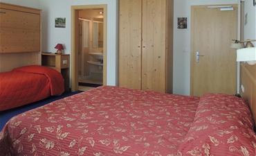 Hotel LIZ_dvoulůžkový pokoj s 2 přistýlkami