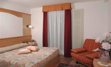 Hotel ORCHIDEA_dvoulůžkový pokoj s 2 přistýlkami