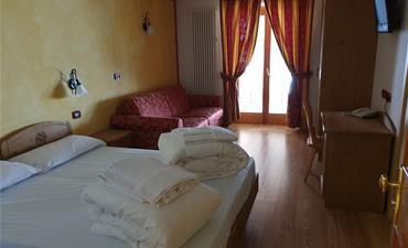 Hotel DAL BRACCONIERE_dvoulůžkový pokoj s 2 přistýlkami