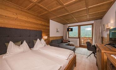 Berghotel Sexten_dvoulůžkový pokoj s 1 přistýlkou DOLOMITI DI SESTO