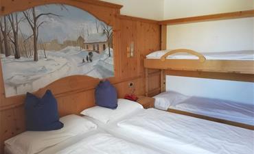 Hotel GARDENIA_dvoulůžkový pokoj s 2 přistýlkami