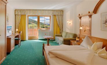 Hotel GALLHAUS_dvoulůžkový pokoj s 2 přistýlkami EDELWEIS