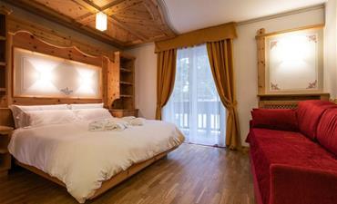 Hotel MEDIL_dvoulůžkový pokoj s 2 přistýlkami CIAMPEDEL