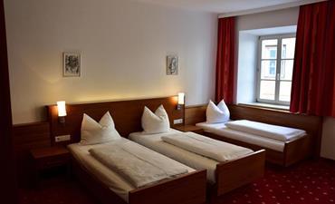 Hotel KRONE_dvoulůžkový pokoj s 1 přistýlkou COMFORT