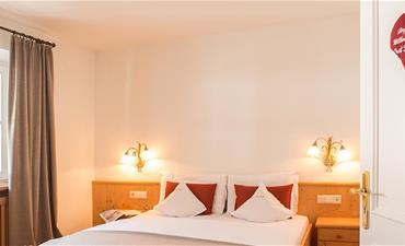 Hotel STROBL_dvoulůžkový pokoj s 1 přistýlkou CIMA DI SESTO