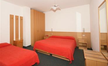 Hotel VAEL_dvoulůžkový pokoj s 1 přistýlkou