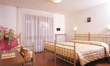 Hotel SELLA RONDA & Dependance Serenella_dvoulůžkový pokoj s 1 přistýlkou