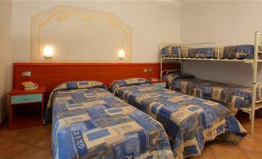 Hotel SPLENDID_dvoulůžkový pokoj s 2 přistýlkami