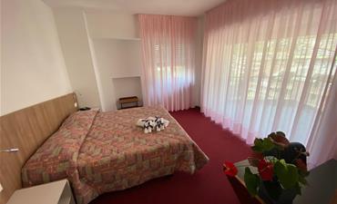 Hotel BOZZI_dvoulůžkový pokoj s 1 přistýlkou