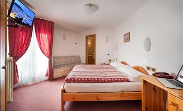 Hotel ALPEN RESORT BIVIO - vlastní doprava_dvoulůžkový pokoj s 1 přistýlkou STANDARD