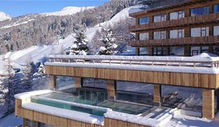 Alpen-Village-Infinity-Pool-Livigno-Hotel (1).jpg