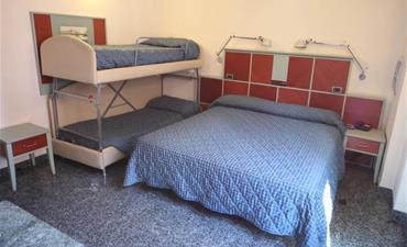 Hotel DERBY_dvoulůžkový pokoj s 2 přistýlkami
