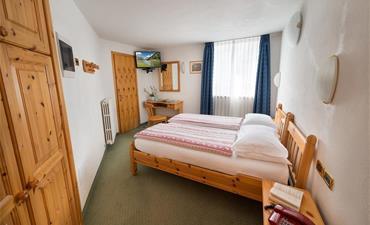 Hotel ALPEN RESORT BIVIO - vlastní doprava_dvoulůžkový pokoj ECONOMY