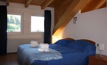 Marcialonga 2022 - Soggiorno Dolomiti_dvoulůžkový pokoj s 2 přistýlkami