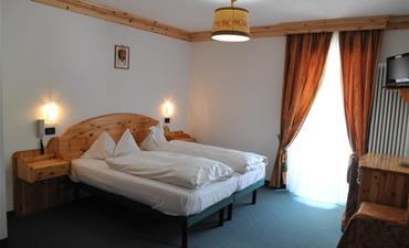 Marcialonga 2022 - Hotel Ciamol_dvoulůžkový pokoj