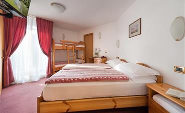 Hotel ALPEN RESORT BIVIO - vlastní doprava_dvoulůžkový pokoj s 2 přistýlkami STANDARD
