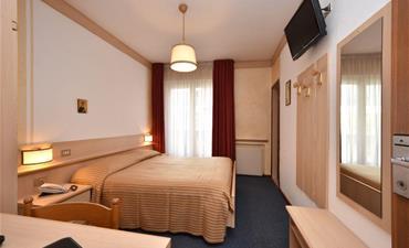 Hotel Bellaria _dvoulůžkový pokoj s 2 přistýlkami