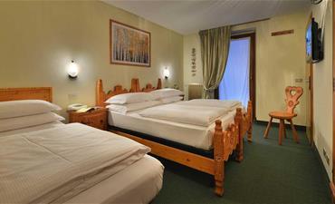 FREE SKI Hotel LOREDANA_dvoulůžkový pokoj s 1 přistýlkou