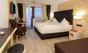 Hotel ALASKA_dvoulůžkový pokoj s 1 přistýlkou SUPERIOR tirolese