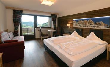 Hotel ALASKA_dvoulůžkový pokoj s 2 přistýlkami SUPERIOR tirolese