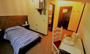 Hotel PARÉ_dvoulůžkový pokoj s 1 přistýlkou