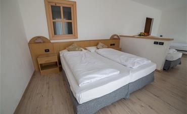 Hotel CAMINETTO MOUNTAIN RESORT_dvoulůžkový pokoj s 2 přistýlkami