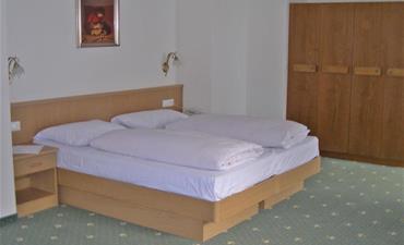 Hotel OLYMPIA_dvoulůžkový pokoj s 1 přistýlkou