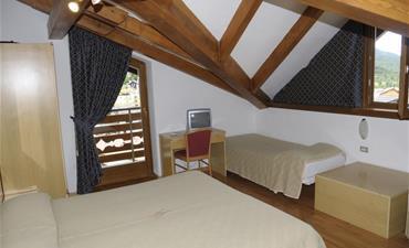 Hotel DAL BON_dvoulůžkový pokoj s 2 přistýlkami