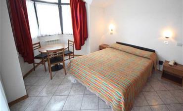 Hotel ITALIA_dvoulůžkový pokoj s 2 přistýlkami SUITE