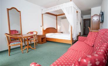 Hotel PANORAMIK_dvoulůžkový pokoj s 2 přistýlkami