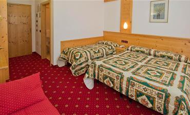 Sport hotel VITTORIA_dvoulůžkový pokoj s 1 přistýlkou COMFORT
