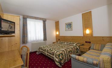 Sport hotel VITTORIA_dvoulůžkový pokoj s 2 přistýlkami COMFORT
